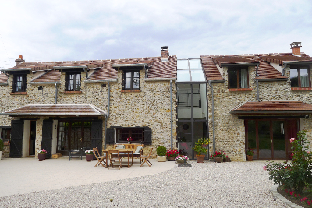5' Montfort, maison en pierres beaux volumes